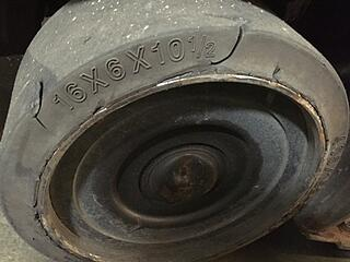 signs-forklift-tire-needs-to-be-replaced