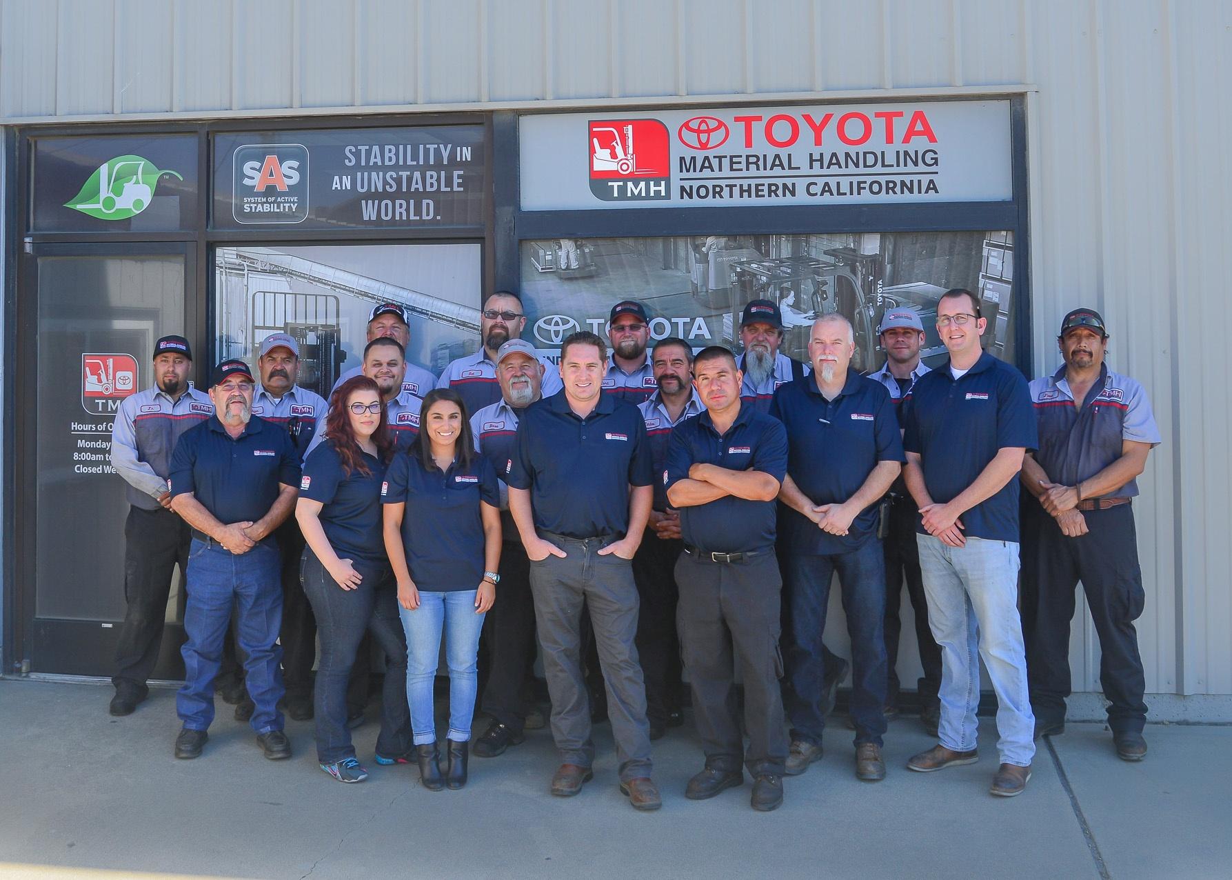 Toyota_Forklifts_in_Salinas.jpg