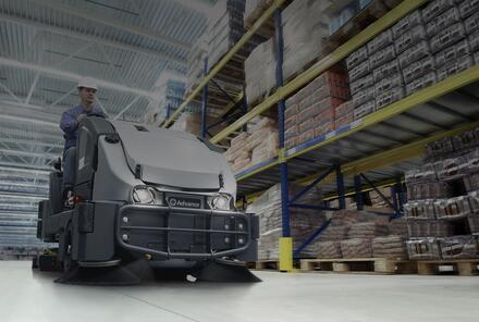 CS7000 in-use warehouse_darkfade